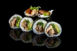 Roll with baked eel and vegetables topped with sweet sauce and sesame seeds (6 pcs)
