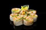 Sashimi roll wrapped in rice paper with three varieties of fish and vegetables (salmon / gravlax salmon / gilt-head bream / tuna / shrimp / sea trout / hamachi / butterfish) (8 pcs)