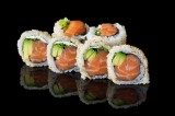 Salmon and avocado uramaki roll (6 pcs)