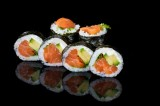 Roll with salmon and avocado (6 pcs)
