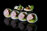 Roll with boiled shrimps and vegetables (6 pcs)