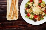 5. Variety of lettuce with chicken, Grana Padano cheese, grilled zucchini and grilled peppers