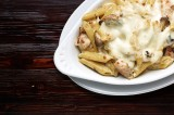 9. Penne with cream sauce with chicken and mushrooms, 'au gratin' with mozzarella cheese