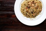 18. Spaghetti with olive oil, chicken, artichokes, bay boletus, chilli peppers, garlic and white wine